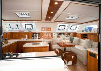 Royal-Cape-Catamarans, Sallon Galley